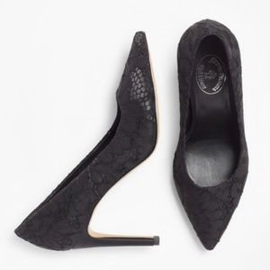 ✨HP Brooks Brothers floral lace point black pump